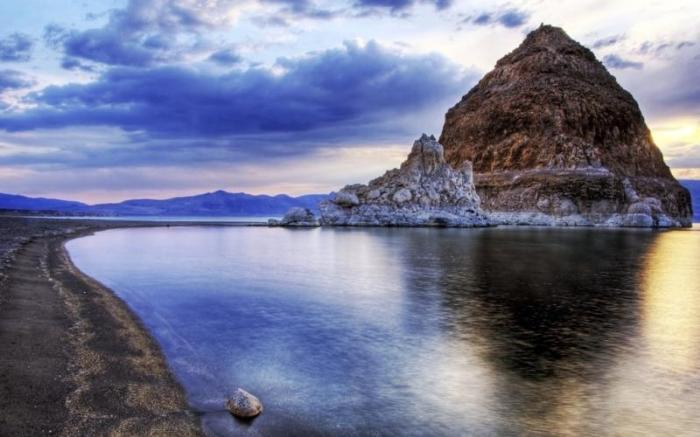 Озеро Пирамид