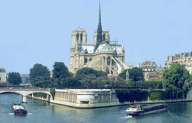 ОСТРОВ СИТЕ НА Р.СЕНА, где расположен собор Парижской Богоматери (Нотр-Дам). IGDA/N. Cirani