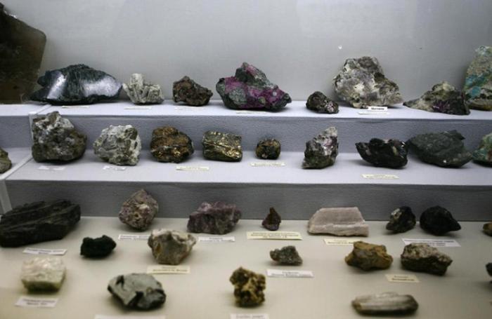Внутри музея цветного камня