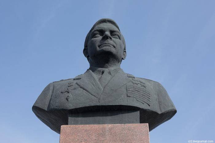 Памятник В.Ф.Быковскому