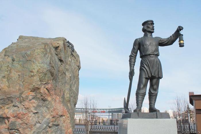Памятник рудокопу в Верхней Пышме