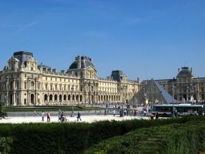Лувр, музей в Париже