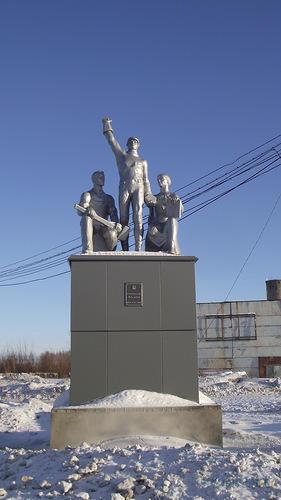 Скульптурная группа «Наука и труд»
