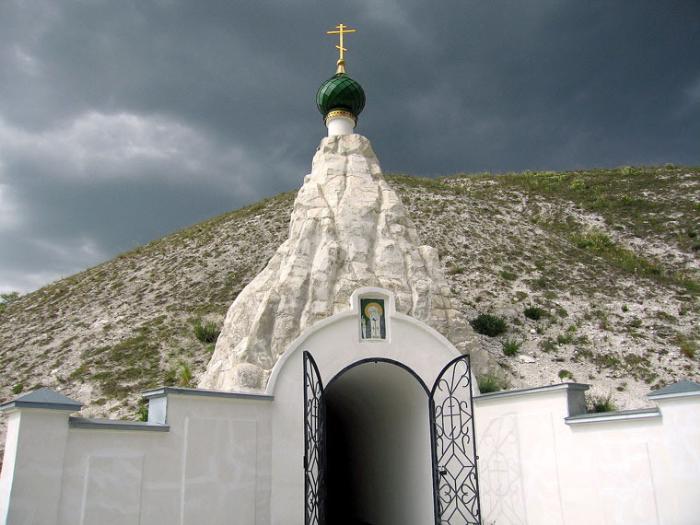 пещерный храм в Костомарово