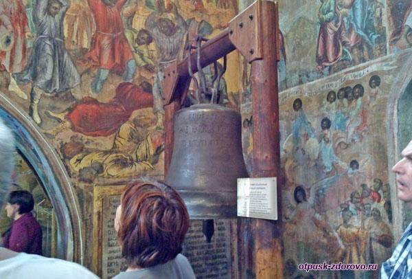 Ссыльный угличский колокол в церкви Димитрия на крови