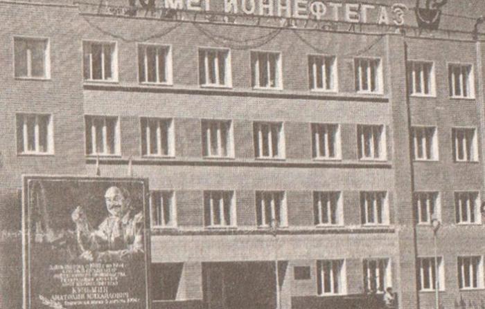 Мемориальная доска имени Кузьмина