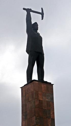 Памятник Первопроходцам Мончетундры