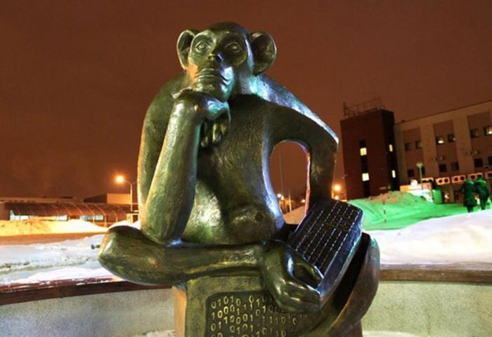 Памятник интернетчику</strong