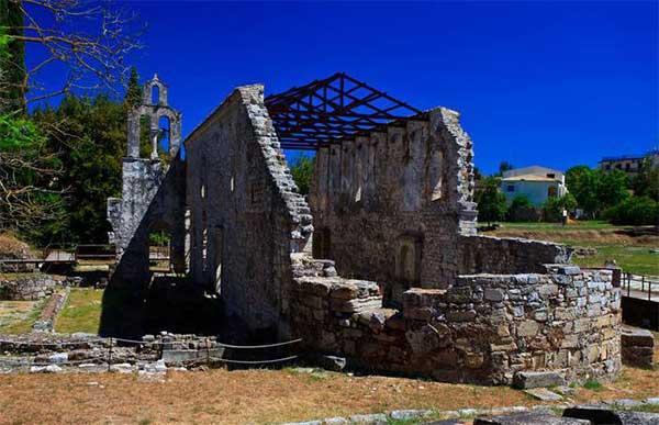 Древняя достопримечательность острова Корфу - город Палеополис