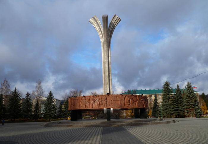 Монумент первооткрывателям нефти