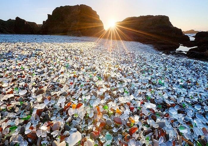Стеклянный пляж, Glass Beach, штат Калифорния, США.