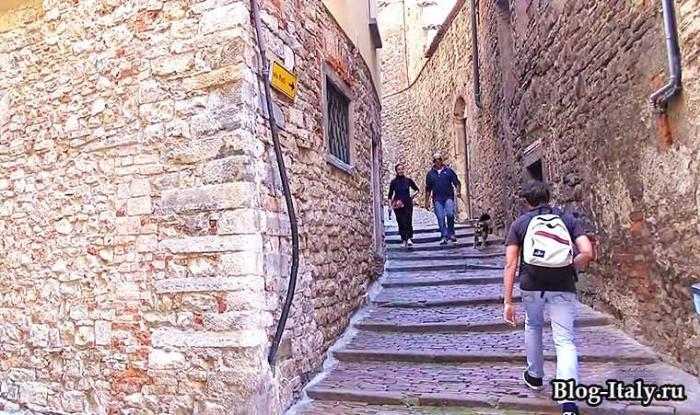 Извилистые улицы в Бергамо