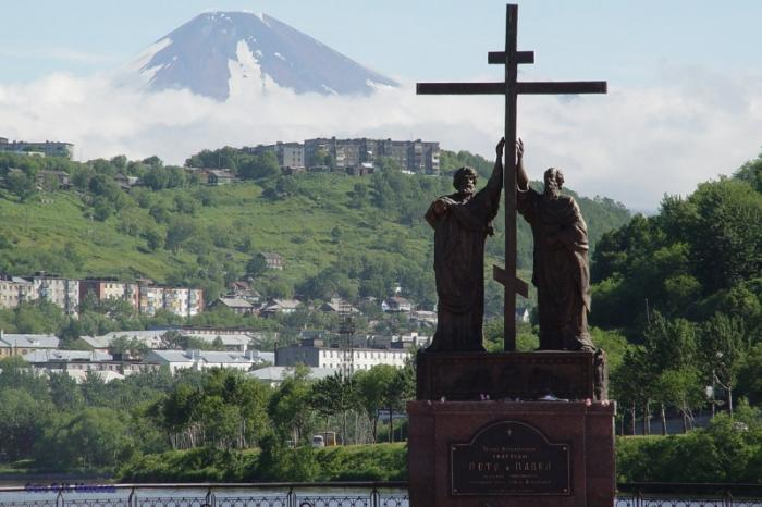 памятник апостолам Петру и Павлу, Петропавловск-Камчатский