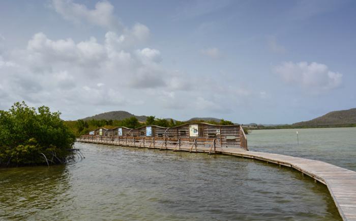 Озеро Этан – де – Салин