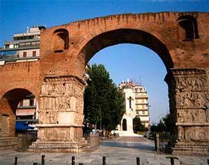 Арка Галерия также является известнйо достопримечательностью в Салониках