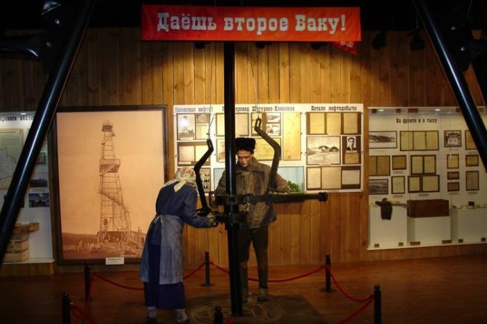 Внутри музея нефти