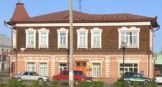 Каинск (Куйбышев): неровная крыша, ползающие окна - МОДЕРН!!