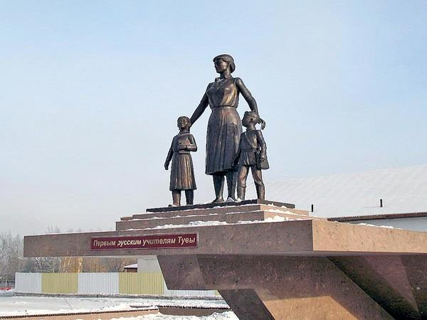 Памятник первым русским учителям, Кызыл