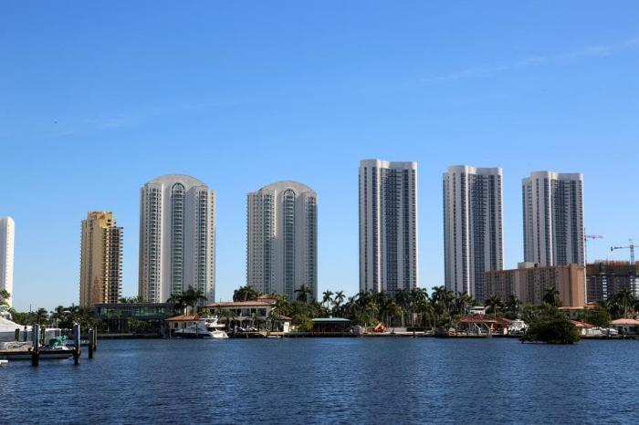 Самые популярные и красивые города и курорты в штате Флорида - фото высоток в Санни-Айлс-Бич