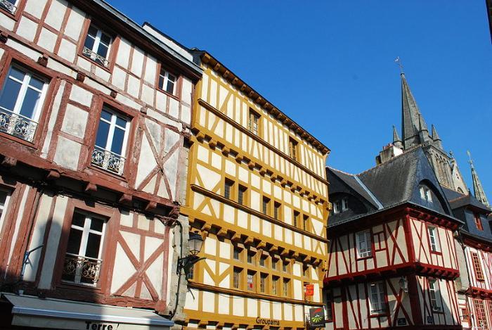 File:Maison pans de bois.JPG Vannes (Ванн), Бретань, Франция - достопримечательности, путеводитель, туристический маршрут по городу с картой