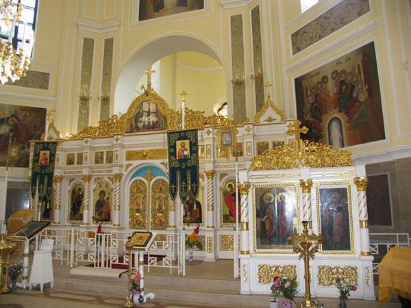 Храм во имя Святых апостолов Петра и Павла в Любани