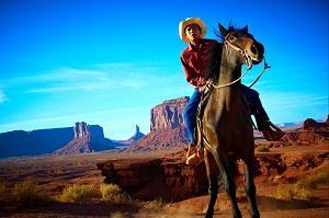 ковбой народа навахо в Долине Монументов