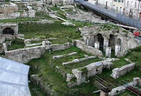 http://italia-ru.com/files/anfiteatro_romano.jpg