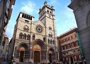Собор Сан-Лоренцо - известная достопримечаетльность Генуи в Италии