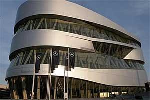 Музей Mercedes-Benz обязательно нужно посмотреть в Штутгарте