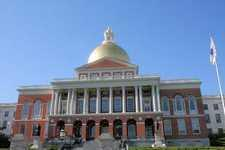 В Бостоне стоит здание Massachusetts State House