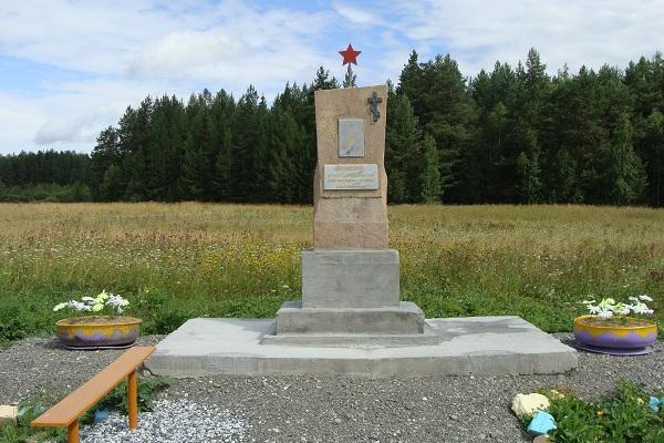Памятник на могиле сельских активистов, членов комитета бедноты Баранова и Шульгинаы