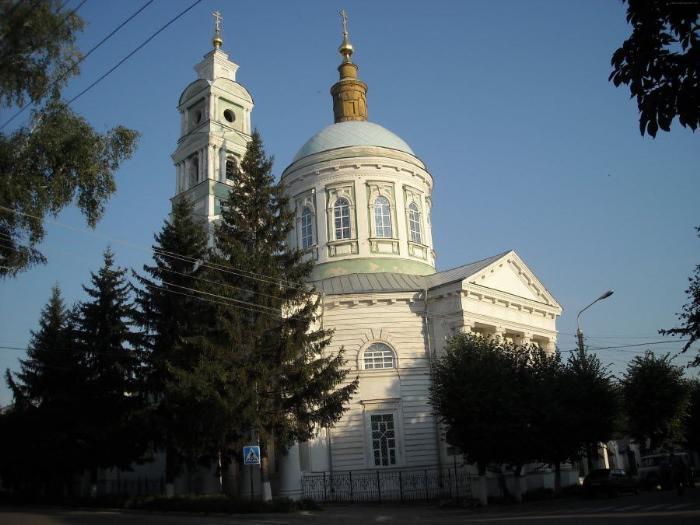 Рыльский Покровский собор вид летом фото