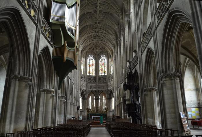 Кан церковь Сен-Пьер