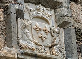 Герб на стене замка, о. Кос