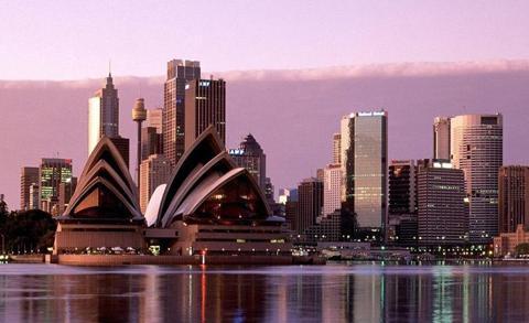 Вид на город с залива, здание Сиднейской оперы
