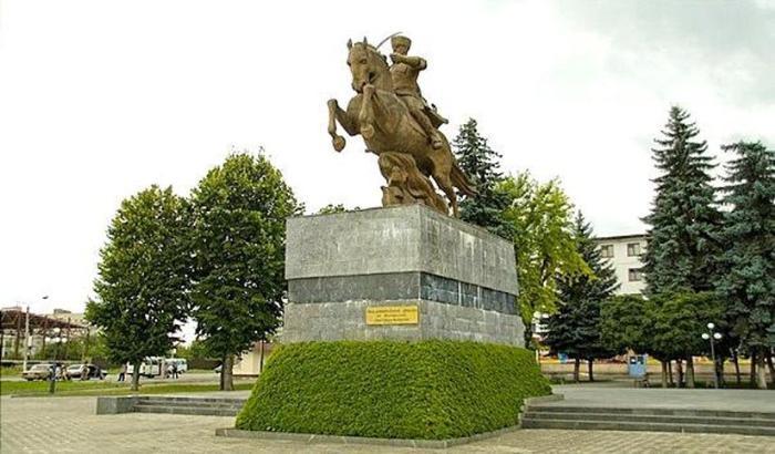 Памятник героям-кавалеристам