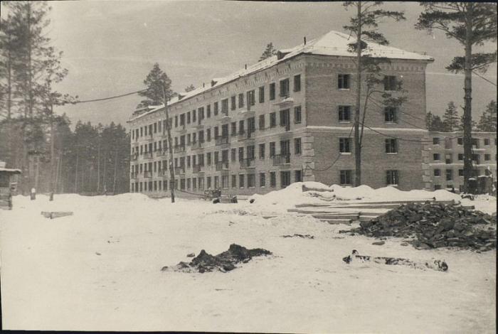 Строящийся дом по ул Спортивной 1957 год