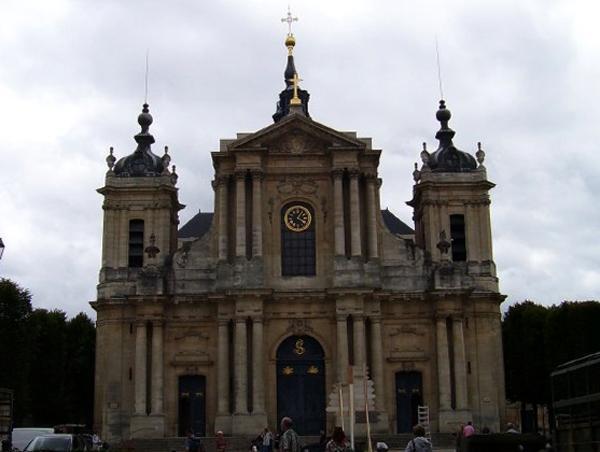Собор Сен-Луи