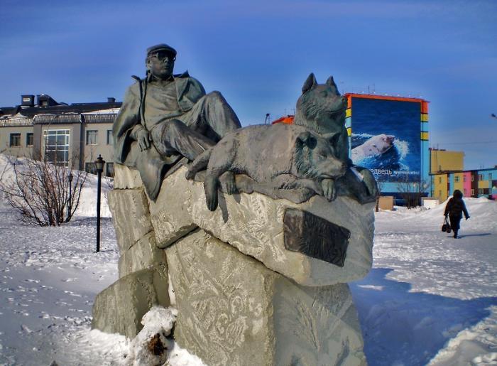 Памятник местному писателю Юрию Рытхэу, Анадырь