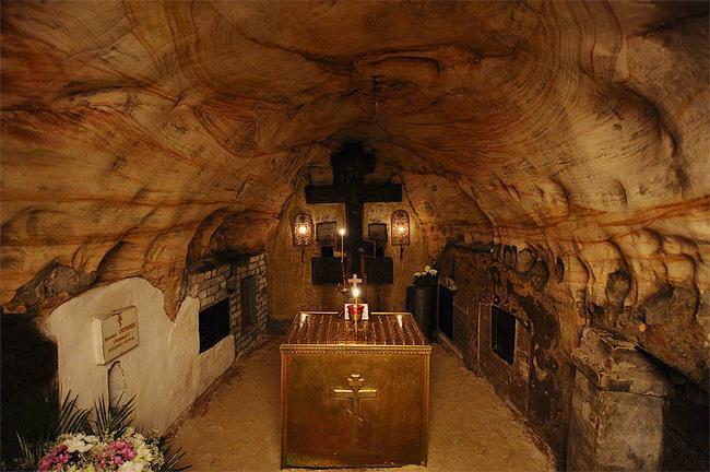 Пещерные храмы Псково-Печерской церкви