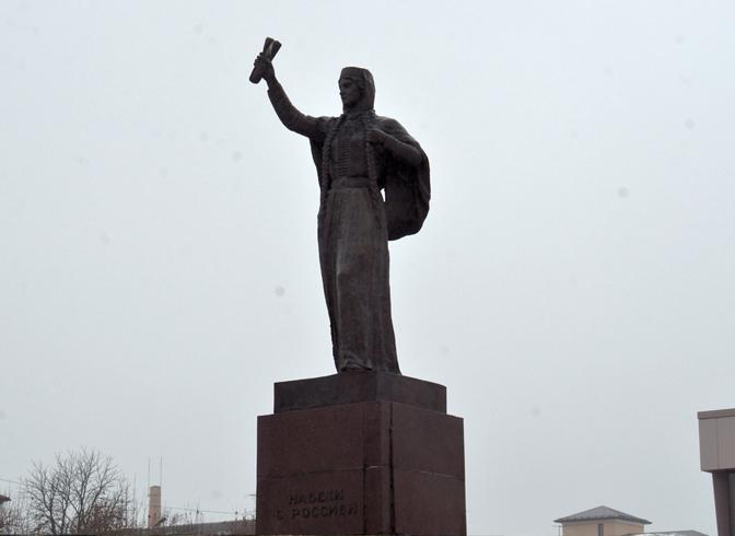 Монумент «Навеки с Россией»