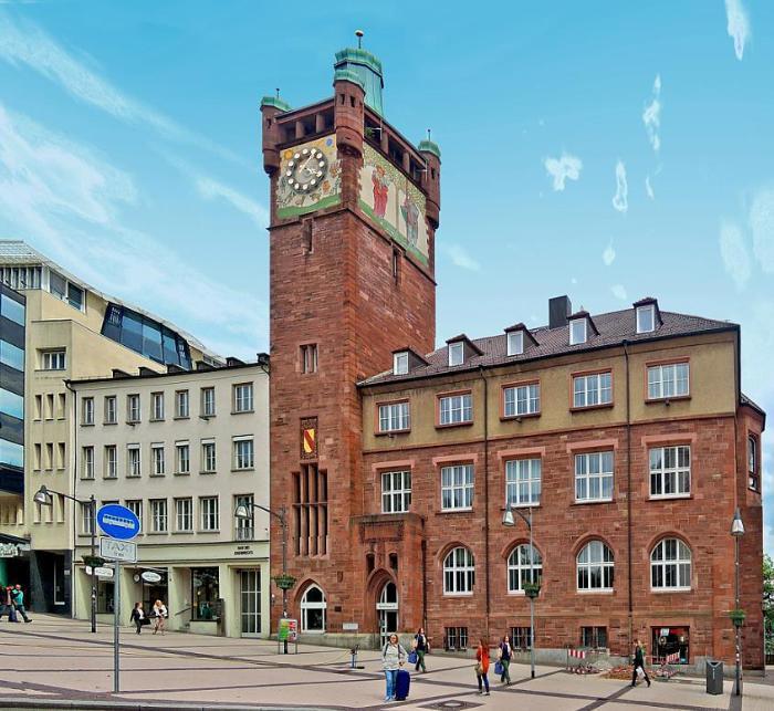 Здание окружной администрации в городе Пфорцхайм