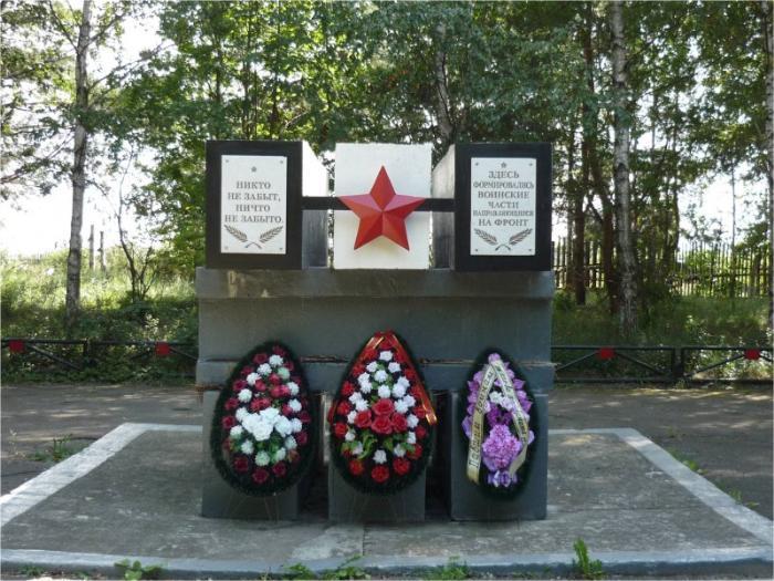 Обелиск в память погибшим рядом с пос. Монтажный