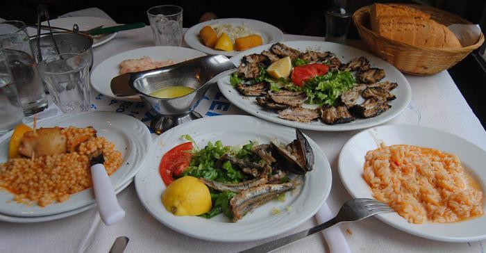 Таверна Муха в Ларисе. Континетальные и островные блюда Греческой кухни.