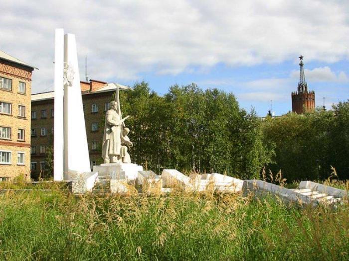 Мемориальная композиция в память погибших в годы Великой Отечественной войны 1941 – 1945 годов – монумент Славы «Клятва»
