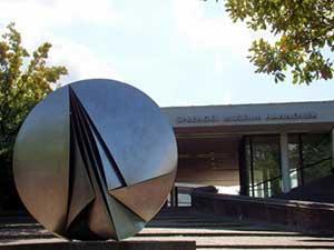Музей Шпренгеля также стоит посмотреть в Ганновере