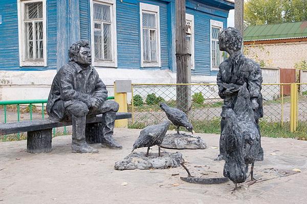 скульптурная композиция, изображающая персонажей из «Судьбы человека» Шолохова