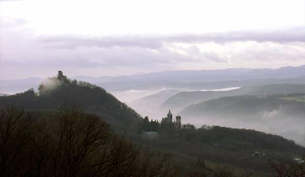 Таинственный туман окружает Драконовую скалу