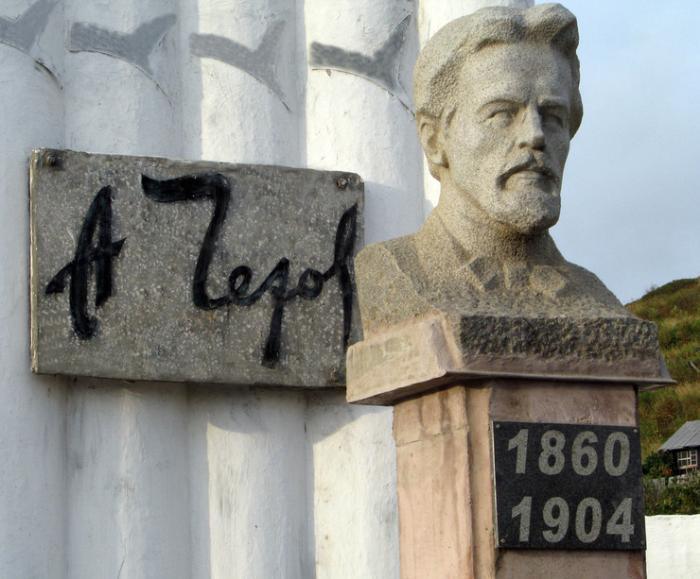 Памятник А.П.Чехову в селе Чехов. Фото 2009 г.