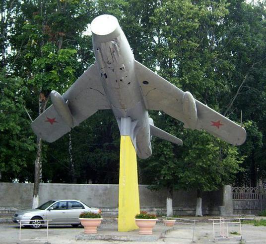 Памятник «МИГ-17»